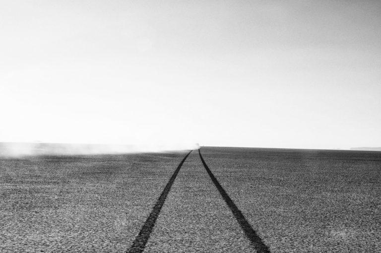 photo desert trace de roues